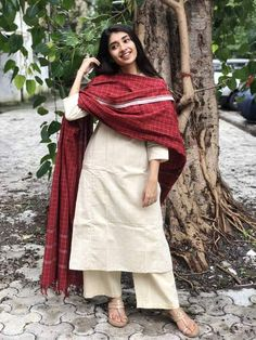 A mix of pleasant aesthetics and everyday comfort, this simplistic, easy breezy kurta is a must have for your daily wear ward robe. Casual Indian Fashion, Indian Fashion Dresses, Dress Indian Style, Indian Designer Outfits, Punk Fashion, Simple Kurti Designs, Stylish Dress Designs, Kurta Designs Women, Designs For Dresses