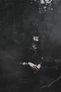New dark art photography macabre witches Ideas Foto Fantasy, High Fantasy, Fantasy Art, Imagenes Dark, Dark Blood, Dark Witch, Dark Queen, Witch Aesthetic, Dark Photography