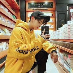 "STOP adding this pin to ""Ulzzang/Asian boys/Yummy"" Stop it. Korean Boys Ulzzang, Cute Korean Boys, Ulzzang Couple, Ulzzang Boy, Korean Men, Asian Boys, Korean Girl, Hot Asian Men, Korean Style"
