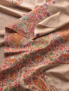 Hand Embroidered Border And Palledar Large Kashmir Pashmina Shawl