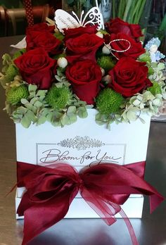 Valentine Flower Arrangements, Floral Arrangements, Box Roses, Hand Bouquet, Luxury Flowers, Arte Floral, Flower Market, Deco Table, Flower Boxes