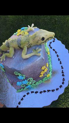 Marzipan lizard cake