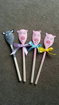 3 pigs Pig Crafts, Puppet Crafts, Book Crafts, Crafts For Kids, Fairy Tale Activities, Activities For Boys, Preschool Activities, Wooden Spoon Crafts, Wooden Spoons