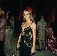 Lily Rose Depp wearing Chanel at Met Gala May 2019 Fashion Killa, 90s Fashion, Runway Fashion, High Fashion, Style Personnel, Do It Yourself Fashion, Lily Rose Depp, Provocateur, Passion For Fashion