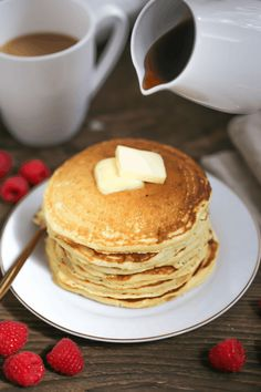 A weekend staple, these buttermilk pancakes are fluffy, tasty and so simple to make that you may never go out for breakfast again! Coin Café, Delicious Desserts, Yummy Food, Healthy Meals To Cook, Buttermilk Pancakes, Breakfast Time, Desert Recipes, Cute Food, Chocolate