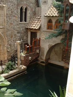 Hammond Castle inner courtyard and swimming pool