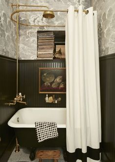 Retro Bathrooms, Home Decor Accessories, Home, Home Remodeling, House Interior, Bathroom Interior, Black Wainscoting, Bathroom Decor, Beautiful Bathrooms