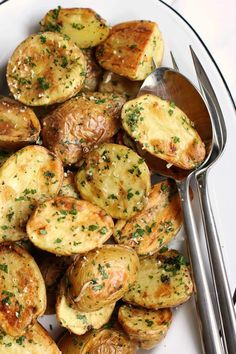 Roasted New Potatoes With Parmesan And Fresh Herbs - Green Valley Kitchen Herb Recipes, Side Dish Recipes, Vegetable Recipes, Vegetarian Recipes, Cooking Recipes, Healthy Recipes, Cooking Ham, Potato Recipes, Potato Dishes