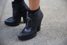 Escarpins Prada http://www.vogue.fr/defiles/street-looks/diaporama/street-looks-a-la-fashion-week-printemps-ete-2014-de-milan-jour-4/15338/image/844535#!escarpins-prada