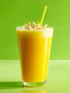 Cool down this summer with a Pineapple-Mango Smoothie
