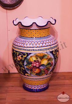 Vaso grande smerlato in ceramica decorato a mano