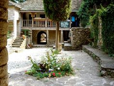 http://anesisrooms.tumblr.com/post/97799397928 Mουσείο στο νησάκι της λίμνης Ιωαννίνων. Εκεί σκοτώθηκε ο Αλή Πασάς.
