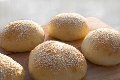 Hamburgerbrød - chezENGH Hamburger, Bread, Food, Meals, Breads, Bakeries, Yemek, Hamburgers, Patisserie
