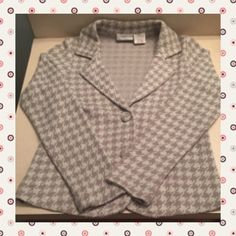 ⏰Sale⏰Worthington sweater Gray and Silver Houndstooth pattern blazer made from 65% Acrylic 27% Nylon 5% Polyester. Silver portion has glittery thread woven in. Size small. Double buttons snap closed. No known rips or stains.No TradesNonPM deals Worthington Jackets & Coats Blazers