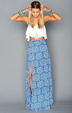 Fashionista Fly: Crop Top With Blue Maxi-Skirt-- Looks just like Andi's outfit when Josh came to meet her family! Basic Fashion, Look Fashion, Street Fashion, Womens Fashion, Fashion 2015, Fashion Trends, Jw Mode, Estilo Hippie, Mode Outfits