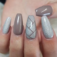 "86 Likes, 2 Comments - Dawn Arnott (@dawns_beautybox) on Instagram: ""FOLLOW MY NEW PAGE @dawn_yn_mentor . ❤❤ #nails #nailart #youngnails #gotime #glitter #silvernails…"""