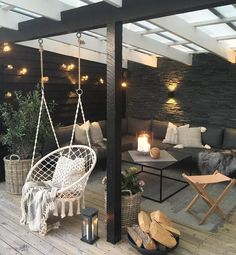 The Purpose of a Pergola A pergola is an open-sided structure usually made with wooden pillars and framework topped with lattice. With climbing vines or plants, it makes a nice focal point in a garden. Backyard Patio Designs, Pergola Patio, Patio Stone, Patio Privacy, Flagstone Patio, Concrete Patio, Patio Table, Modern Pergola, Patio Awnings