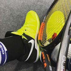 Pinを追加しました!/深夜の #修行 #色違い 夜道も安全な色 AirMAX以来の #nike #tennis #wilson #burn95cv