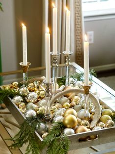 Dining Room Table Centerpieces, Christmas Table Centerpieces, Christmas Arrangements, Xmas Decorations, Centerpiece Ideas, Christmas Tablescapes, Christmas Dining Table, Christmas Tabletop, Gold Christmas