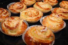 Makuja visioista: Liisa Mummun Kahvikehrät Swedish Recipes, Sweet Recipes, Sweet Desserts, Dessert Recipes, Good Food, Yummy Food, Sweets Cake, Something Sweet, Cookies