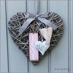 Weidenherz Love - Grau von EuliundCo via Skype Grapevine Wreath, Burlap Wreath, Shabby, Grape Vines, Fathers Day, Christmas Crafts, Diy And Crafts, Easter, Valentines