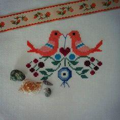 Cross Stitch Bird, Cross Stitch Embroidery, Ribbon Work, Crochet, Kids Rugs, Lassi, Front Yards, Pattern, Handmade