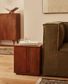 TRÆBORD MED DØR Door Furniture, Apartment Furniture, Find Furniture, Living Room Furniture, Zara Home Decor, Zara Home Bedroom, Danish Apartment, Zara Home Canada, Deco Addict