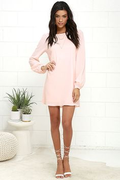 Everything is falling into place with the Perfect Situation Blush Pink Long Sleeve Shift Dress! This shift dress has a round neckline and puffed sleeves. Fashion 2017, Fashion Dresses, Evening Attire, Pretty Outfits, Pretty Clothes, Junior Outfits, Cute Dresses, Lulu's Dresses, Trendy Tops