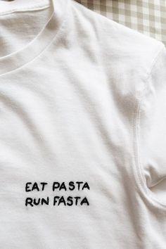 Spaß essen Pasta Run Fasta 5 Minuten DIY Stickerei T-Shirt Foto ist super! Ich sah Fun Food Pasta Run Fasta 5 Minutes DIY Embroidery T-Shirt Photo is Great! Embroidery Stitches, Embroidery Patterns, Hand Embroidery, Diy Embroidery Shirt, Tumblr Embroidery, Vintage Embroidery, Funny Embroidery, Embroidered Shirts, Embroidery On Clothes