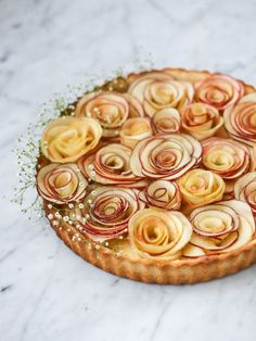 Apple Vanilla Custard Tart - I opted for a different custard recipe (saved on this board), and put maple extract in it. So good and super pretty. I served it with chestnut tea. Apple Rose Tart, French Apple Tart, Apple Roses, Apple Pie, Apple Custard, Custard Tart, Vanilla Custard, Apple Recipes, Snack Recipes
