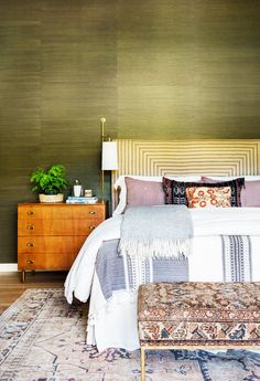 Want to get that luxe master bedroom feel even though your space is small? Take note from these clever master bedroom ideas to upgrade your space.