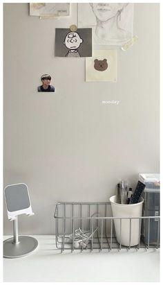 Study Room Decor, Room Ideas Bedroom, Bedroom Decor, Minimalist Desk, Minimalist Wallpaper, Study Desk, Aesthetic Pastel Wallpaper, Aesthetic Room Decor, House Rooms