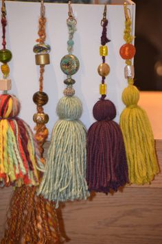 Make some cool and festive DIY Tassel and Beads Christmas Ornaments and Decor Embellishments! Great for gift wrapping too! Diy Tassel, Tassel Jewelry, Fabric Jewelry, Hobbies And Crafts, Diy And Crafts, Arts And Crafts, How To Make Tassels, Passementerie, Thinking Day