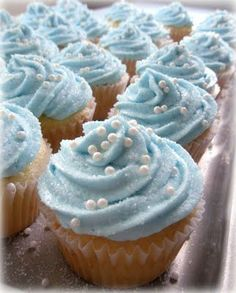– Cinderella cupcakes: a swirl of light blue frosting, edible pearls, and glittery sprinkles.– Or roll the ends of your cupcakes in the colors of your party. Cinderella Baby Shower, Cinderella Cupcakes, Cinderella Birthday, Cinderella Theme, Princess Birthday, Cinderella Wedding, Cinderella Doll, Princess Bridal, Princess Party Foods