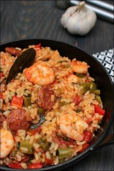 Creole rice with sautéed shrimp and chorizo ​​~ Happy taste buds Mexican Dinner Recipes, Cuban Recipes, Dessert Empanadas Recipe, Mexican Empanadas, Brunch, Sauteed Shrimp, Hispanic Kitchen, Latin Food, Dough Recipe