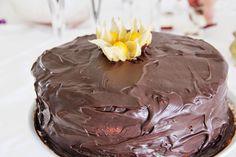 É um bolo fácil e rápido de fazer. O resultado é o esperado: um bolo que desaparece em segundos