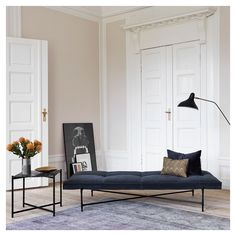 Handvärk - Velvet daybed and black marble side table