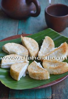 Diah Didi's Kitchen: Kue Gandos Indonesian Desserts, Indonesian Cuisine, Asian Desserts, Indonesian Recipes, Donut Recipes, Snack Recipes, Cooking Recipes, Diah Didi Kitchen, Traditional Cakes
