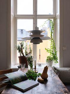 Historiska hem Scandinavian Interior, New Homes, Objects, Ceiling Lights, Windows, Coups, Challenges, Tumblr, Home Decor