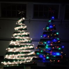 Post with 8 votes and 32 views. How to Make Two Christmas Trees from One Wooden Pallet Wooden Pallet Christmas Tree, Pallet Wood Christmas Tree, Christmas Wood Crafts, Diy Christmas Tree, Christmas Projects, Pallet Ideas For Christmas, Palette Christmas Tree, Pallet Tree, Diy Pallet