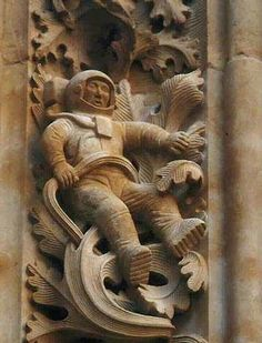Salamanca Cathedral Astronaut was created in 1992 during renovation works!Salamanca Cathedral Astronaut was created in 1992 during renovation works! Ancient Aliens, Ancient History, Ancient Art, Creepy, Architecture Antique, Bizarre, Interesting History, Stone Carving, Ancient Civilizations