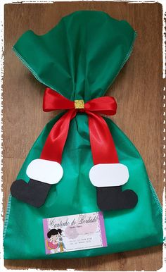 In this DIY tutorial, we will show you how to make Christmas decorations for your home. The video consists of 23 Christmas craft ideas. Christmas Treat Bags, Christmas Gift Bags, Christmas Gift Wrapping, Diy Christmas Ornaments, Christmas Goodies, Christmas Projects, Holiday Crafts, Christmas Holidays, Christmas Decorations