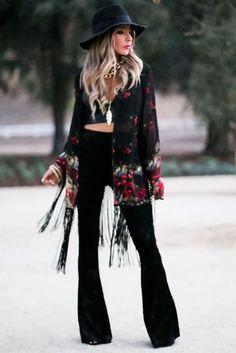 ╰☆╮Boho chic bohemian boho style hippy hippie chic bohème vibe gypsy fashion indie folk the . Hippie Style, Look Hippie Chic, Mode Hippie, Look Boho, Gypsy Style, Boho Chic Style, Trendy Style, Bell Bottom Pants, Bell Bottoms