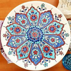 Ideas for Using Ceramic for a Modern Interior Design China Painting, Ceramic Painting, Hand Painted Ceramics, Porcelain Ceramics, China Porcelain, Blue Pottery, Ceramic Pottery, Pottery Painting Designs, Decorated Wine Glasses