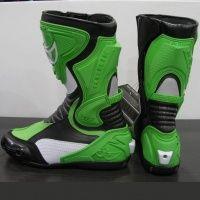 Bota Berik GPX para uso deportivo.    Protecciones en tobillos, espinilla, gemelos, talón y dedos.  Deslizadera lateral.  Partes elásticas para un mejor movimiento.