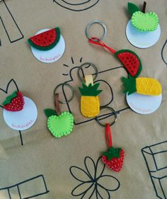 Felt brooches and keychains: apple, pineapple, strawberry and watermelon_tocchidigrace