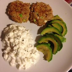 Tuna fish cakes - 90 daysss plan - The Body Coach - Cycle 1 Bodycoach Recipes, Low Carb Recipes, Healthy Recipes, Healthy Foods, Clean Eating Recipes, Healthy Eating, Eating Lean, Tuna Fish Cakes, Lower Carb Meals