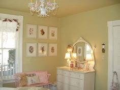 Cottage Style Bedrooms For Elegant Bedrooms: Cottage Style Bedrooms Decorating Ideas (mk) it's not that I really like this room - the pink bench caught my eye. never thought of that in my bedroom before - like to think about it.
