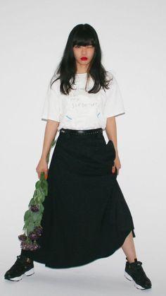 あいみょん[11]iPhone壁紙 iPhone 6/6S 7 8 PLUS X SE Wallpaper Background #aimyon #aimyong #jpop #singersonger #あいみょん #シンガーソングライター #女性アーティスト #邦楽 Wallpaper Backgrounds, Iphone Wallpaper, Fashion Lookbook, Asian Beauty, High Waisted Skirt, Poses, Portrait, Lady, Skirts