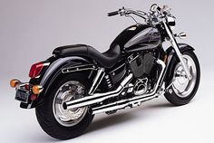 I want this bike. :( The Honda Shadow 1100 featured hydraulically adjusted valves and a driveshaft. Me gusta. Honda Motorcycles, Harley Davidson Motorcycles, Honda 1100, Honda Cruiser, Honda Sabre, Honda Shadow 1100, Old Sports Cars, Garage Bike, Dreams